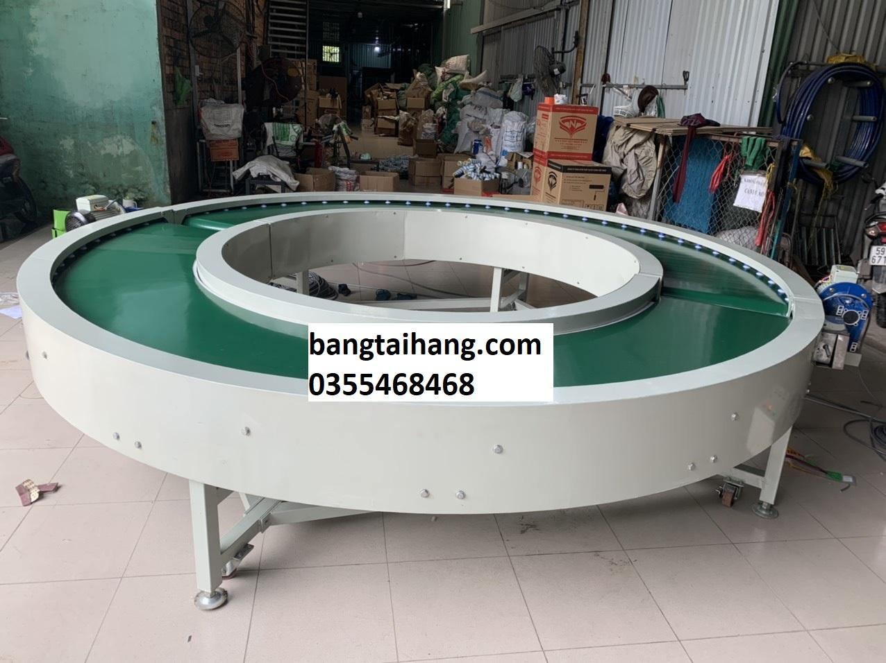 Ứng dụng của băng tải góc cong 180 độ trong sản xuất công nghiệp