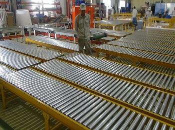 Băng tải con lăn giải pháp cho doanh nghiệp vận chuyển hàng hóa trở nên dễ dàng