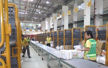 Băng tải hàng hóa rút ngắn thời gian vận chuyển cho doanh nghiệp