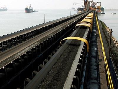Lợi thế tuyệt vời của băng tải chịu dầu trong hoạt động chế biến dầu mỏ