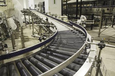Tầm quan trọng của băng chuyền cong trong công nghiệp