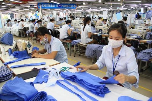 Thi công băng tải con lăn sắt mạ kẽm cho công ty may mặc của anh Nguyễn Văn Lai