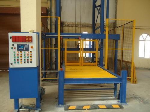 Top băng tải đứng được sử dụng rộng rãi trong sản xuất công nghiệp