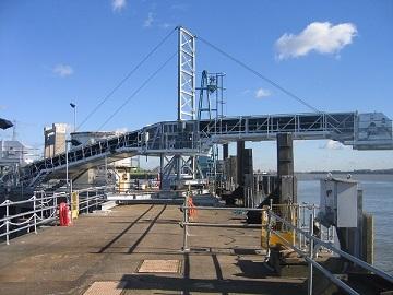 Ứng dụng băng tải cầu cảng vào vận chuyển hàng hóa