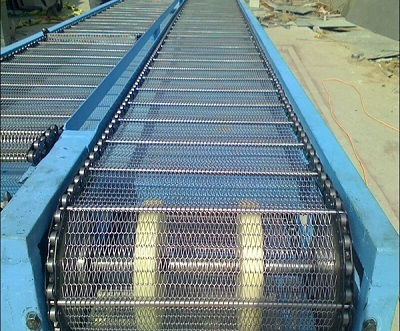 Ứng dụng băng tải lưới inox vào ngành công nghiệp chế biến thủy hải sản