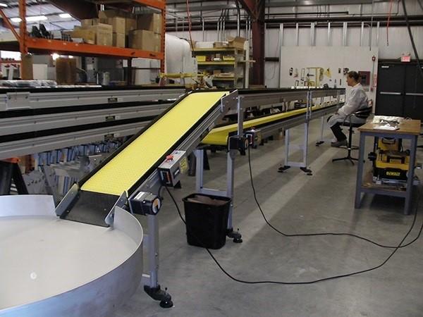 Ứng dụng hệ thống băng tải công nghiệp thông minh vào ngành công nghiệp hiện đại